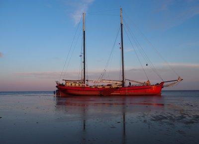 zeilen op IJsselmeer of Waddenzee met de tweemastklipper Rode Swan (ex Mare Marieke) vanuit Harlingen