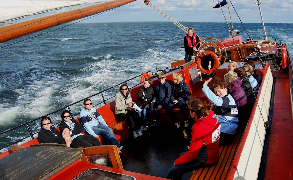zeilen op IJsselmeer of Waddenzee met de zeeuwse tjalk Scaldis vanuit Zierikzee