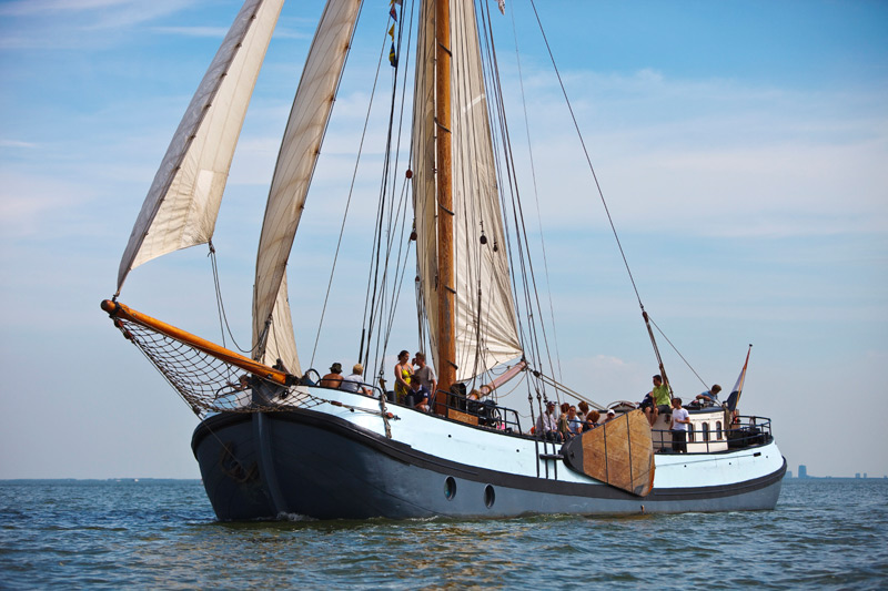 zeilen op IJsselmeer of Waddenzee met de tjalk Selene vanuit Monnickendam