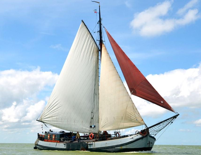 zeilen op IJsselmeer of Waddenzee met de eenmasttjalk Stanfries vanuit Stavoren