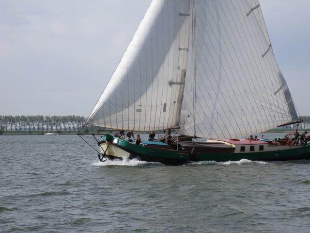 schip huren op IJsselmeer of Waddenzee : de tjalk Stormvogel vanuit Willemstad