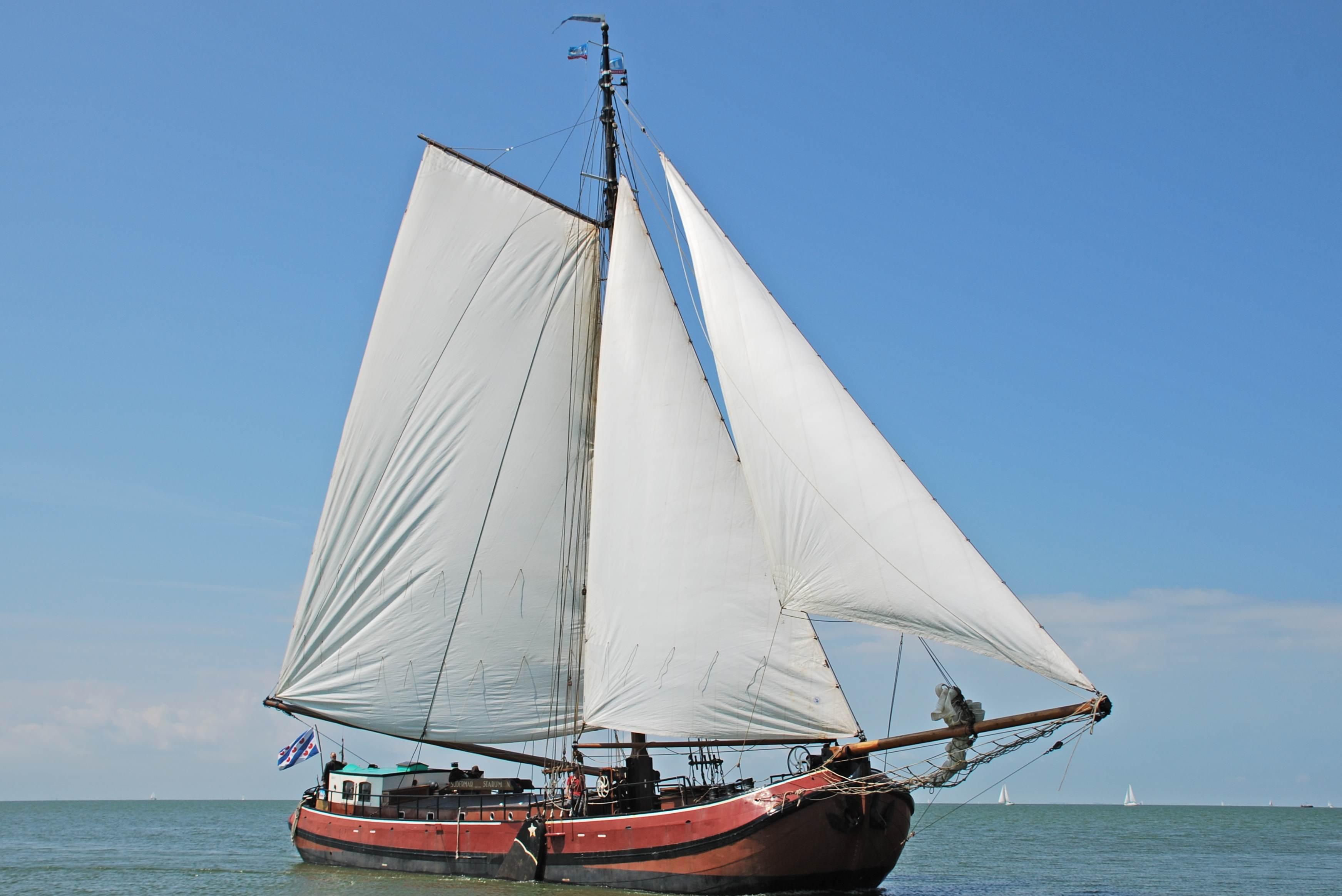 Segeln auf IJsselmeer oder Wattenmeer mit der Einmasttjalk Sudermar ab Stavoren