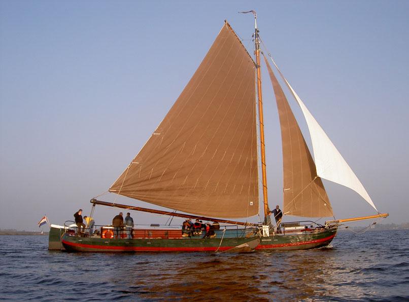 zeilen op IJsselmeer of Waddenzee met de aak Eben Haëzer vanuit Zeewolde