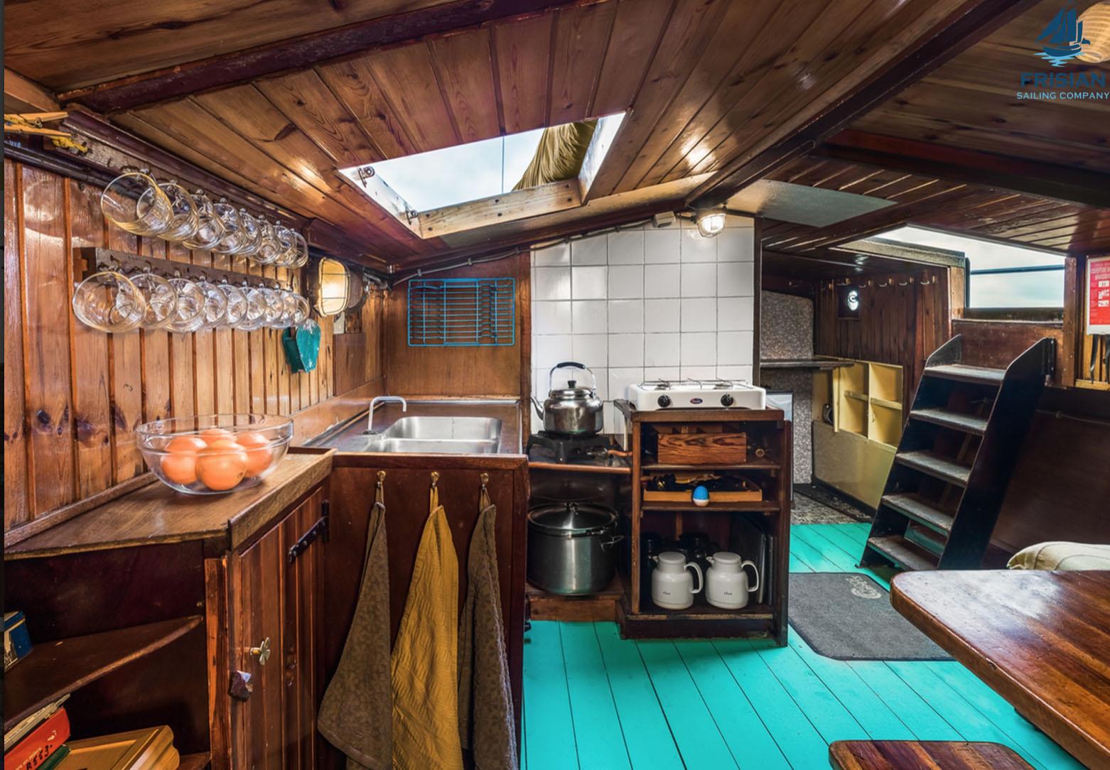 zeilen op IJsselmeer of Waddenzee met de skutsje Trouwe Hulp vanuit Langweer