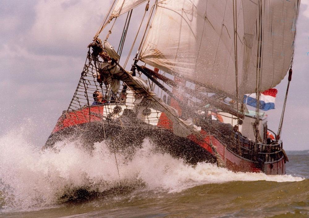 zeilen op IJsselmeer of Waddenzee met de Friese tjalk Vertrouwen vanuit Lemmer