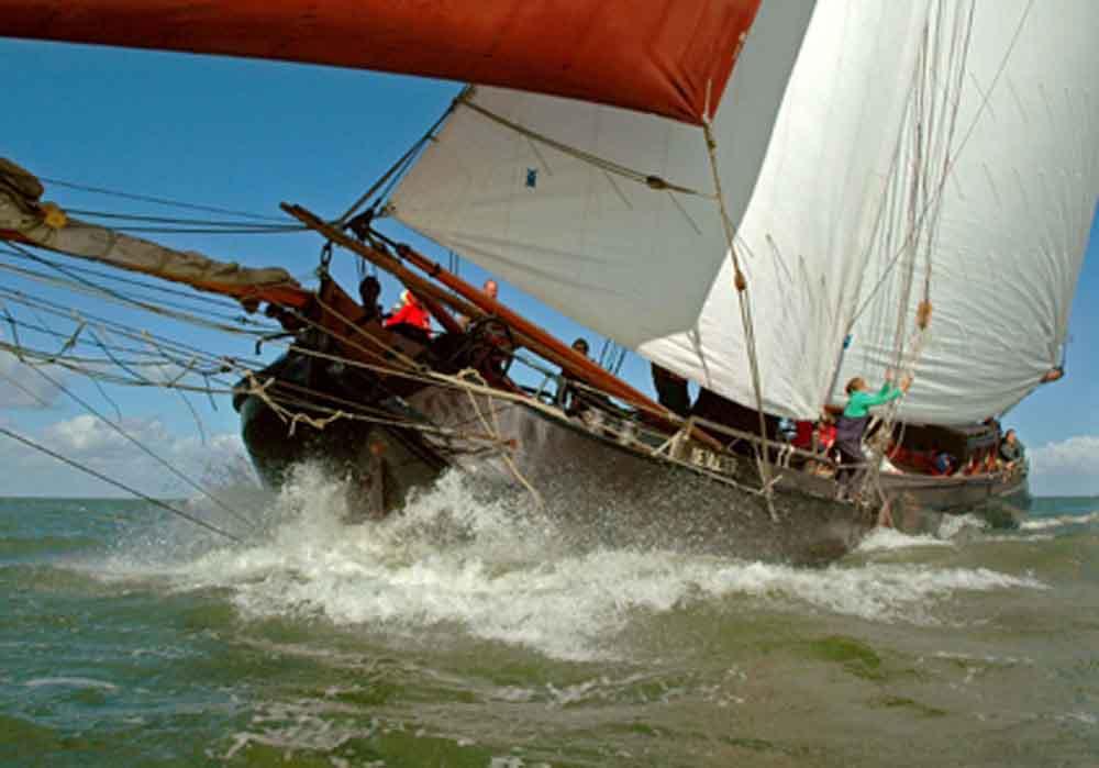 zeilen op IJsselmeer of Waddenzee met de tjalk Vlieter vanuit Makkum