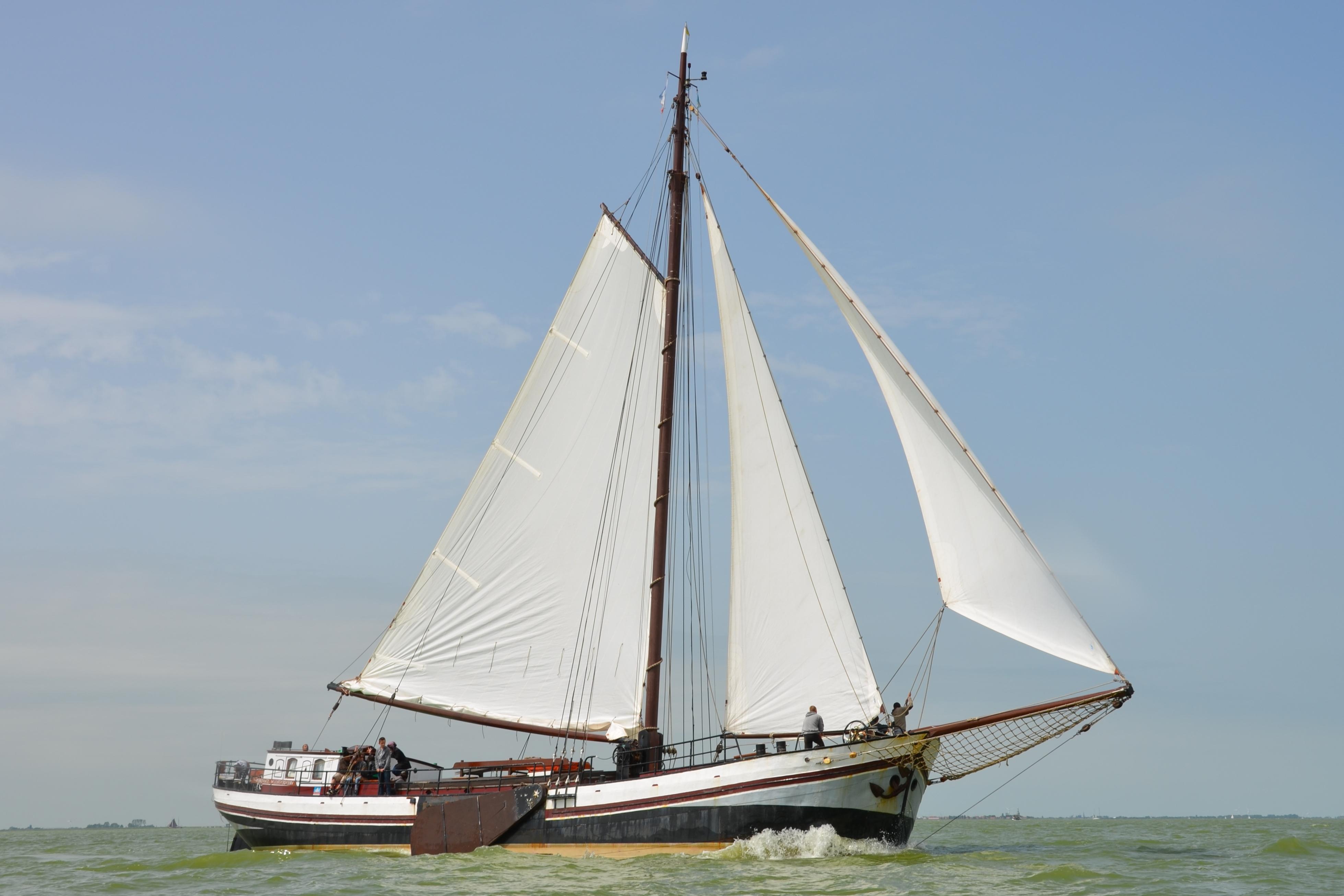 zeilen op IJsselmeer of Waddenzee met de eenmastklipper Vriendentrouw vanuit Stavoren