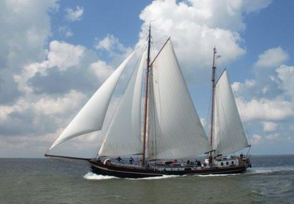 zeilen op IJsselmeer of Waddenzee met de tweemastklipper Welvaart vanuit Enkhuizen